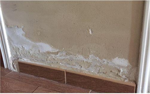 Desconches en pared por humedad por capilaridad