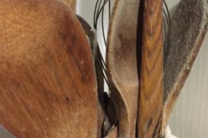 Cubiertos de madera contaminados por hongos