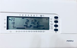 Termostato de calefacción programado a temperatura adecuada